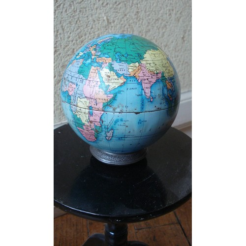 boite jouet metal tole globe terrestre tirelire mappemonde des jouets mont blanc ca 1960. Black Bedroom Furniture Sets. Home Design Ideas