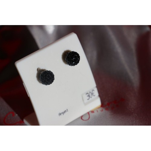 boucles d 39 oreille perle noire facette neuf plaqu or. Black Bedroom Furniture Sets. Home Design Ideas