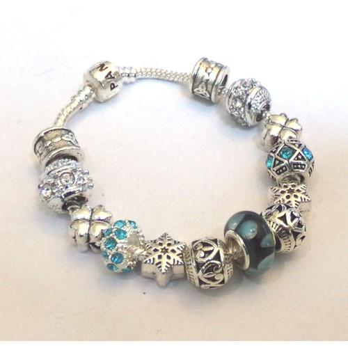 bracelet avec des charms achat vente de bijou. Black Bedroom Furniture Sets. Home Design Ideas