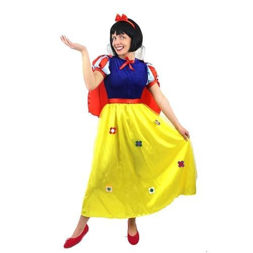 8498bea3bca deguisement-pour-adulte-de-la-princesse-blanche-comme-la-neige-avec-sa- longue-robe-bleue-et-jaune-43-une-cape-rouge-43-un-nud-pour-cheveux-43-une-ceinture-  ...