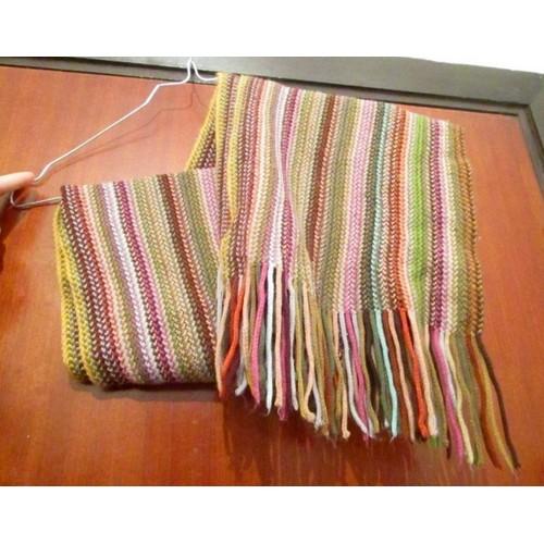 c276538b9ad3 Echarpe en laine, avec franges, multicolore (rouge, rose, violet, vert,  bleu...) ENVOI UNIQUEMENT EN MONDIAL RELAY OU SO COLLISSIMO Etam