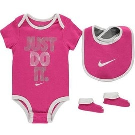 a59c3b6f265e9 Ensemble Vêtements 3 Pièces Nike Bébé Body Bavoir Et Chaussons Fille Rose