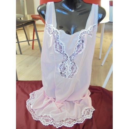fond de robe combinaison vintage neuve 100 nylon dentelle rose t 42. Black Bedroom Furniture Sets. Home Design Ideas