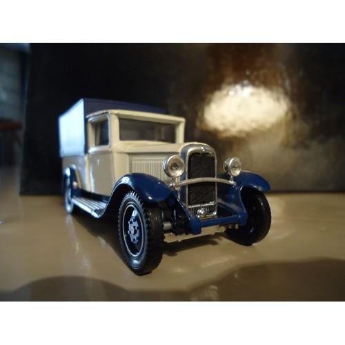 fourgon citroen c4f 1930 echelle 1 43 solido neuf et d 39 occasion. Black Bedroom Furniture Sets. Home Design Ideas