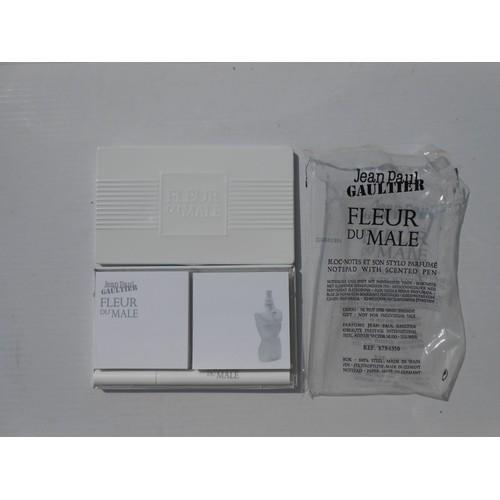 bab9b11f9d39b gaultier-collector-edition-limitee-bloc-notes-43-stylo-34-fleur-du-male-2009-1157528535 L.jpg
