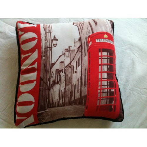 housse coussin london londres deco 35x35 cm imprime london telephone rouge avec zip lavable. Black Bedroom Furniture Sets. Home Design Ideas