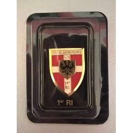 6f877f8a0f55 Insigne Badge De L armée - Yann Arthus Bertrand - Editions Atlas - 1er Ri