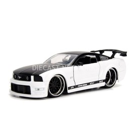 Gt Toys 2006 Mustang Jada 99973w 99973 Ford 124 fgby67