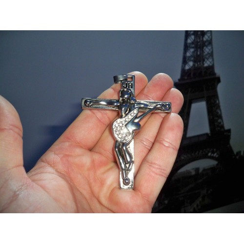 johnny hallyday pendentif croix guitare en acier 8 cm. Black Bedroom Furniture Sets. Home Design Ideas