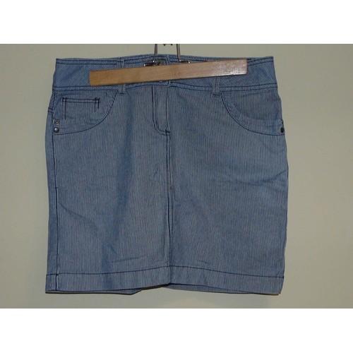 aa6e68f0675b jupe-courte-camaieu-bleu-avec-rayures-blanches-taille-fr-40-1226116466 L.jpg