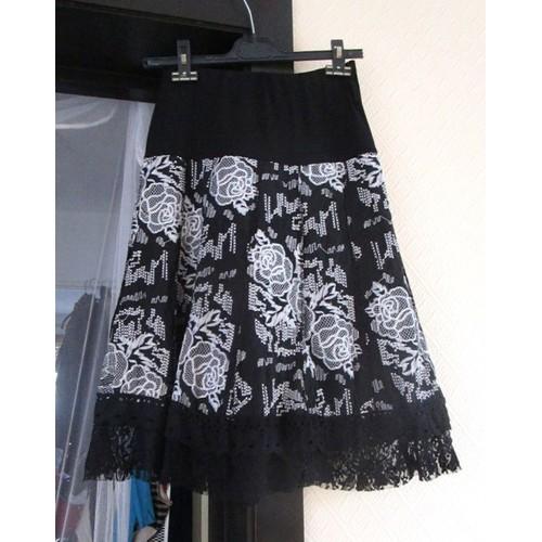 jupe noire et blanche assez longue mi mollets avec dentelle en bas magnifique taille 38 ou. Black Bedroom Furniture Sets. Home Design Ideas