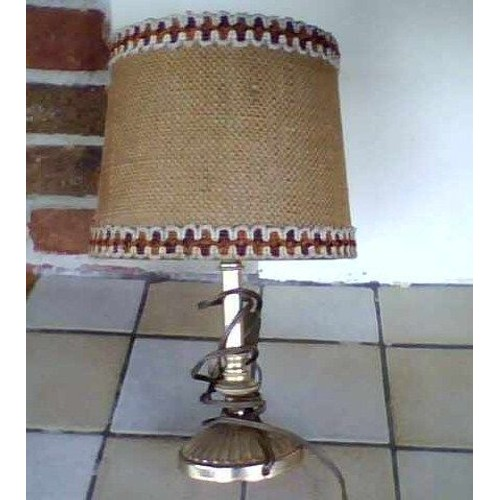 lampe de chevet ancienne pied en laiton abat jour recouvert de toile de jute tach sur un. Black Bedroom Furniture Sets. Home Design Ideas