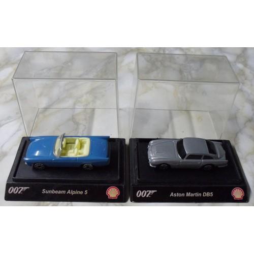 lot 2 petites voitures james bond 007 shell neuf et d 39 occasion. Black Bedroom Furniture Sets. Home Design Ideas