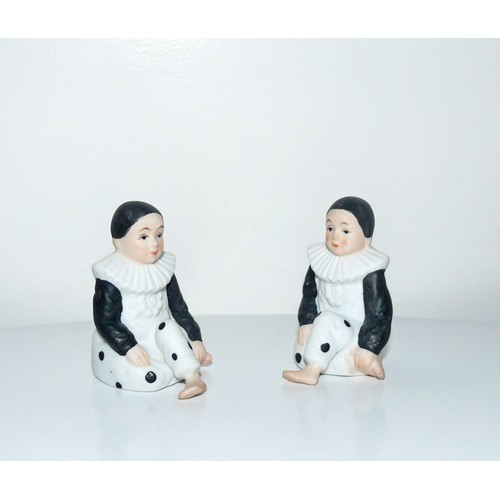 lot de 2 figurines statuettes pierrot en biscuit de porcelaine. Black Bedroom Furniture Sets. Home Design Ideas