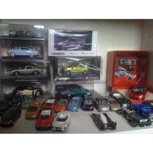 lot de 65 voitures miniatures norev neuf et d 39 occasion. Black Bedroom Furniture Sets. Home Design Ideas