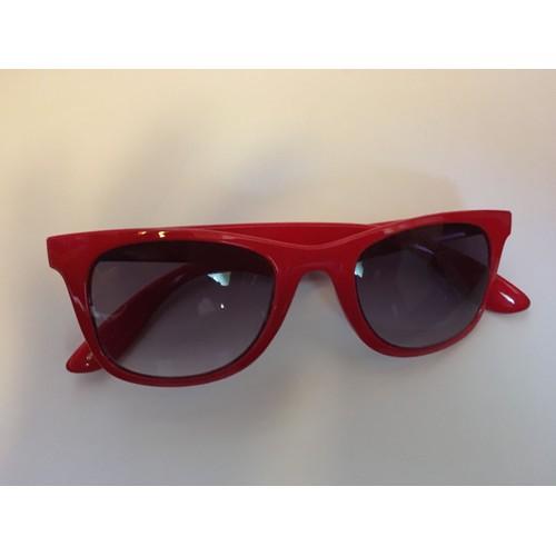 lunettes de soleil rouge yes i am red achat et vente. Black Bedroom Furniture Sets. Home Design Ideas