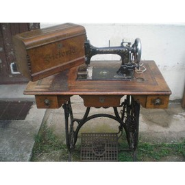 Machine coudre ancienne pas cher achat vente for Machine a coudre victoria