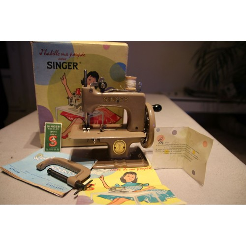 machine coudre singer pour enfant neuf et d 39 occasion. Black Bedroom Furniture Sets. Home Design Ideas