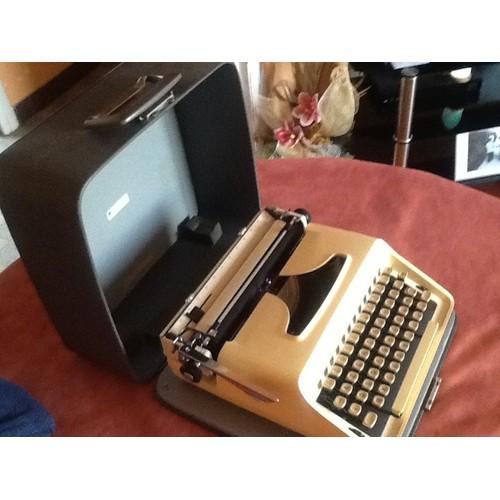 machine ecrire remington monarch de luxe neuf et d 39 occasion. Black Bedroom Furniture Sets. Home Design Ideas