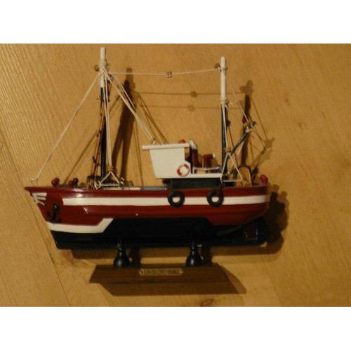 maquette bateau bois le saint marc neuf et d 39 occasion. Black Bedroom Furniture Sets. Home Design Ideas