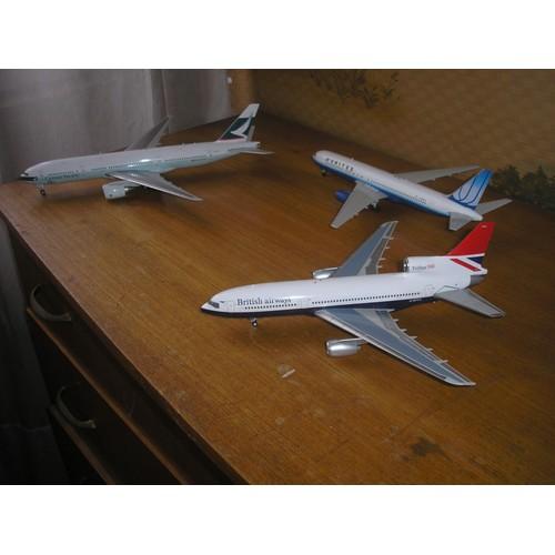maquettes d 39 avions echelle 1 200 metal et plastique injecte. Black Bedroom Furniture Sets. Home Design Ideas