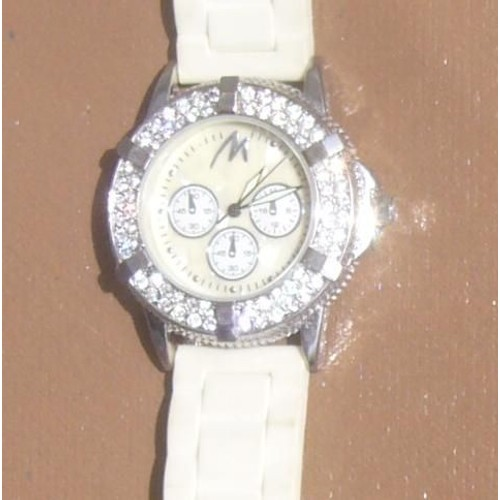 25587f25422b3 Bracelet Montre Eternal Love 66 Diams Etternal Lov Blanche Cristal Design  Tendance Style Glamour Cadran 2 ...
