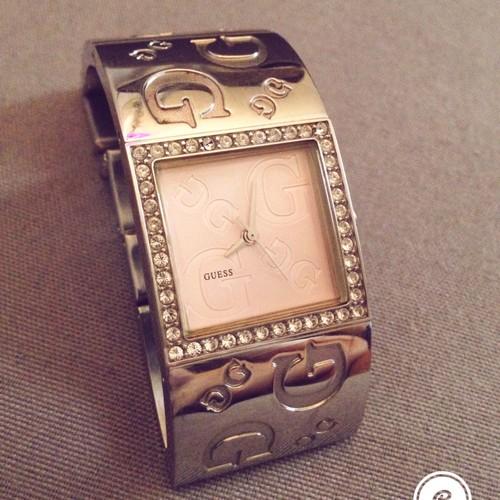 Montre guess femme rose bracelet argente destockage luxe femme mode beaute soiree horlogerie - Montre femme de luxe ...