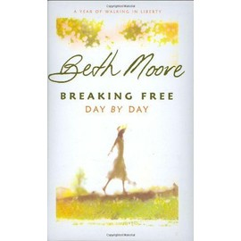 Breaking Free Day By Day: A Year Of Walking In Liberty de Beth Moore