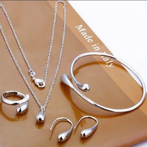 Parure collier bracelet boucles d39oreilles bague for Collier parure