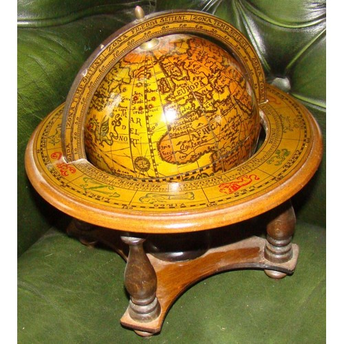 petit globe zodiaque terrestre ancien vintage veille bois boule papier coll italie made in. Black Bedroom Furniture Sets. Home Design Ideas