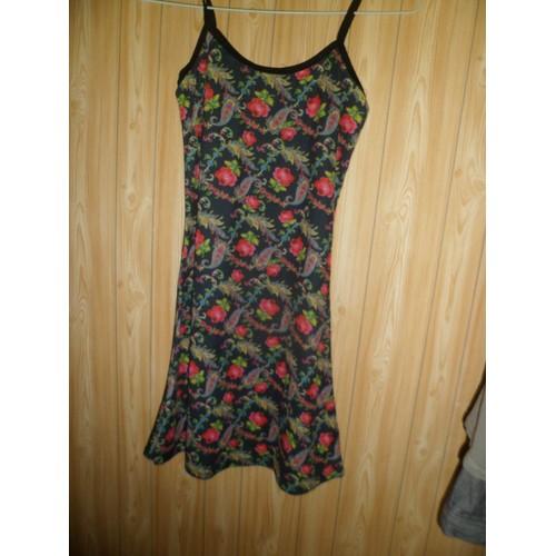 74c432042a4 Petite Robe Fond Noir Fleuri
