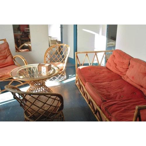 Salon veritable bambou canap 2 petits fauteuils 1grand fauteuil une table ronde avec dessus verre - Salon avec 2 canapes ...