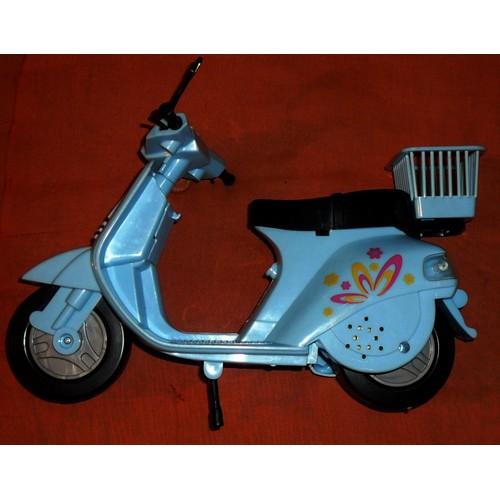 scooter vespa pvc 1970 achat vente de jouet priceminister rakuten. Black Bedroom Furniture Sets. Home Design Ideas