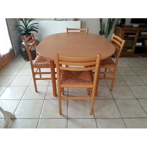 Table ronde avec chaises design d 39 int rieur et id es de for Table exterieur a rallonge
