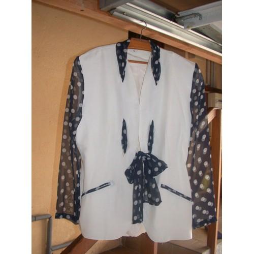 tailleur veste jupe blanc bleu marine 38 40 achat et vente. Black Bedroom Furniture Sets. Home Design Ideas