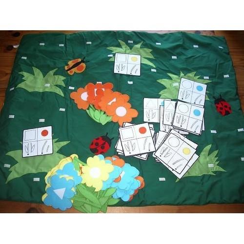 tapis jeux d 39 veil lilliputiens th me jardin et fleurs. Black Bedroom Furniture Sets. Home Design Ideas