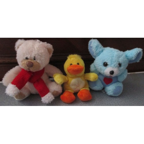 trois petites peluches tendresse un nounours assis au cache nez rouge cobico 12cm un caneton jaune - Petit Nounours