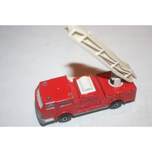 voiture de pompier majorette rouge n 207 1 100 neuf et d 39 occasion. Black Bedroom Furniture Sets. Home Design Ideas