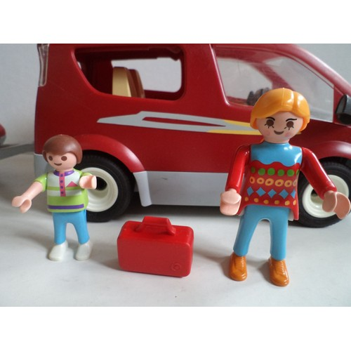 voiture playmobil monospace camping vacances avec 2 figurines remorque et v los. Black Bedroom Furniture Sets. Home Design Ideas